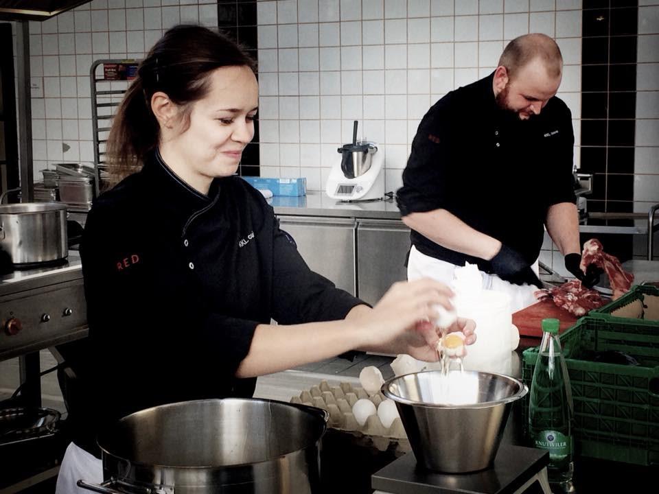 Jasmin Müller und Sidney Waldispühl vom KKL Restaurant RED kochten am  Kitchen Battle Luzern erfolgreich mit um die Wette.