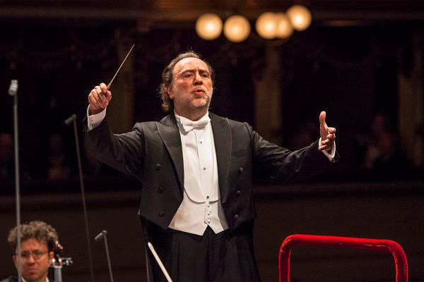 Riccardo Chailly widmet sich beim Sommer-Festival 2017 sinfonischen Werken von Mendelssohn, Strauss, Strawinsky und Tschaikowsky
